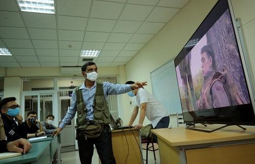 Thầy trò trường Đại học Sân khấu - Điện ảnh Hà Nội quyết tâm phòng dịch Covid-19