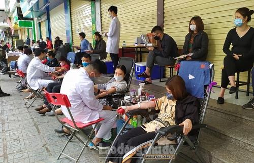 Hơn 200 đơn vị máu được tiếp nhận tại điểm hiến máu lưu động Linh Đàm