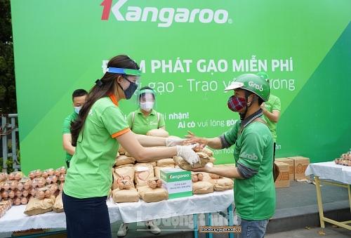 Phát tặng miễn phí 30 tấn gạo và 30 nghìn quả trứng tới người dân