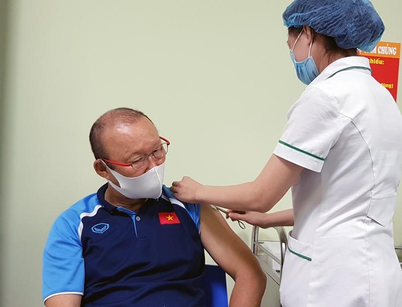 Ông Park Hang-seo và các cộng sự được tiêm vắc xin phòng Covid-19