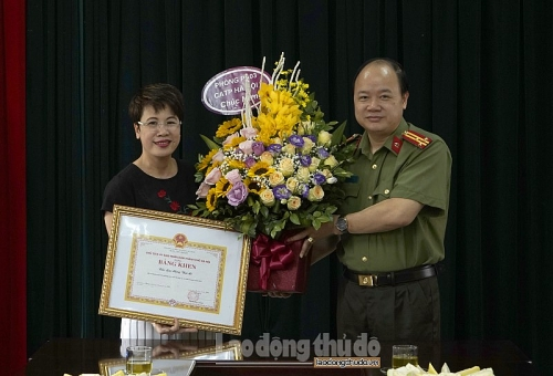Báo Lao động Thủ đô nhận bằng khen vì phong trào toàn dân bảo vệ an ninh tổ quốc