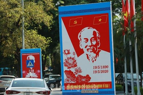 Hà Nội rực rỡ cờ hoa chào mừng kỷ niệm 130 năm ngày sinh Chủ tịch Hồ Chí Minh