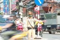 Hà Nội: Trời nắng như đổ lửa, chiến sĩ Cảnh sát giao thông căng mình làm nhiệm vụ