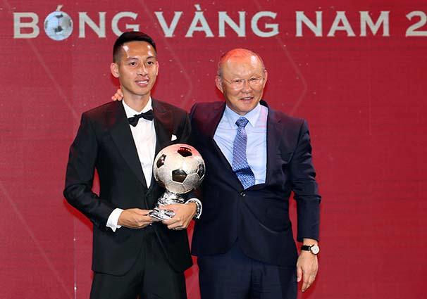 Đỗ Hùng Dũng vượt Quang Hải, giành Quả bóng Vàng 2019