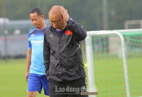 Đoàn Văn Hậu xuất ngoại thi đấu, thầy Park lên cơn 'đau đầu'