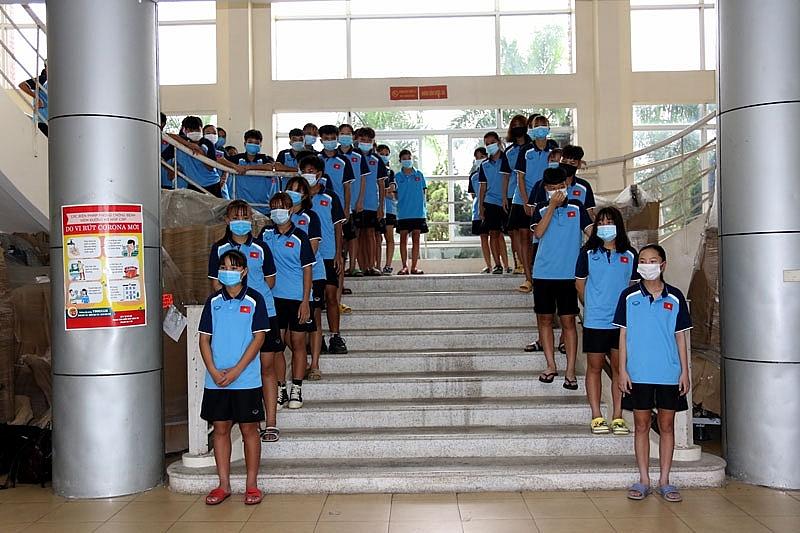 Tuyển bóng đá nữ U13 và U15 Quốc gia kiểm tra y tế trong ngày đầu tập trung