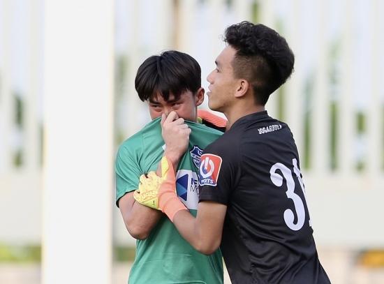 Hoàng Anh Gia Lai buồn bã trong ngày nhận huy chương