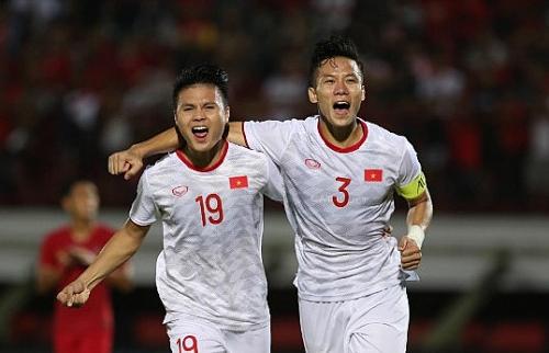 Tuyển Việt Nam thắng chủ nhà Indonesia, nhưng đánh rơi ngôi đầu