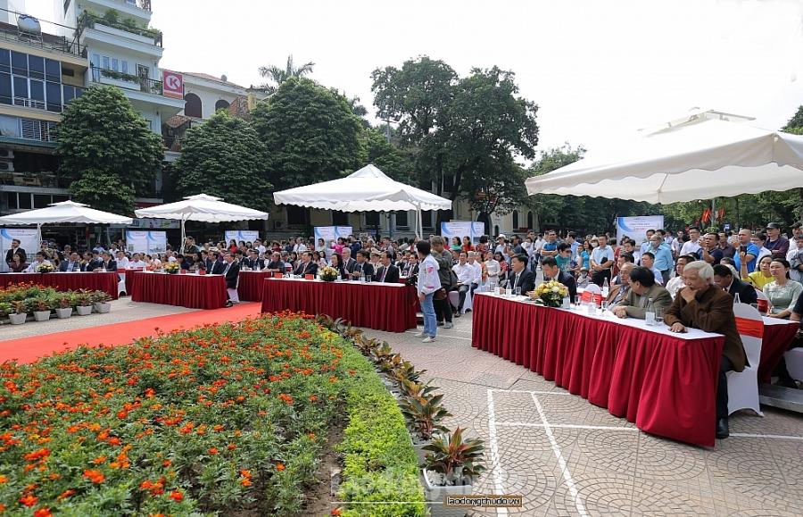 Lễ gắn biển công trình xây dựng, cải tạo, chỉnh trang khu vực xung quanh hồ Hoàn Kiếm