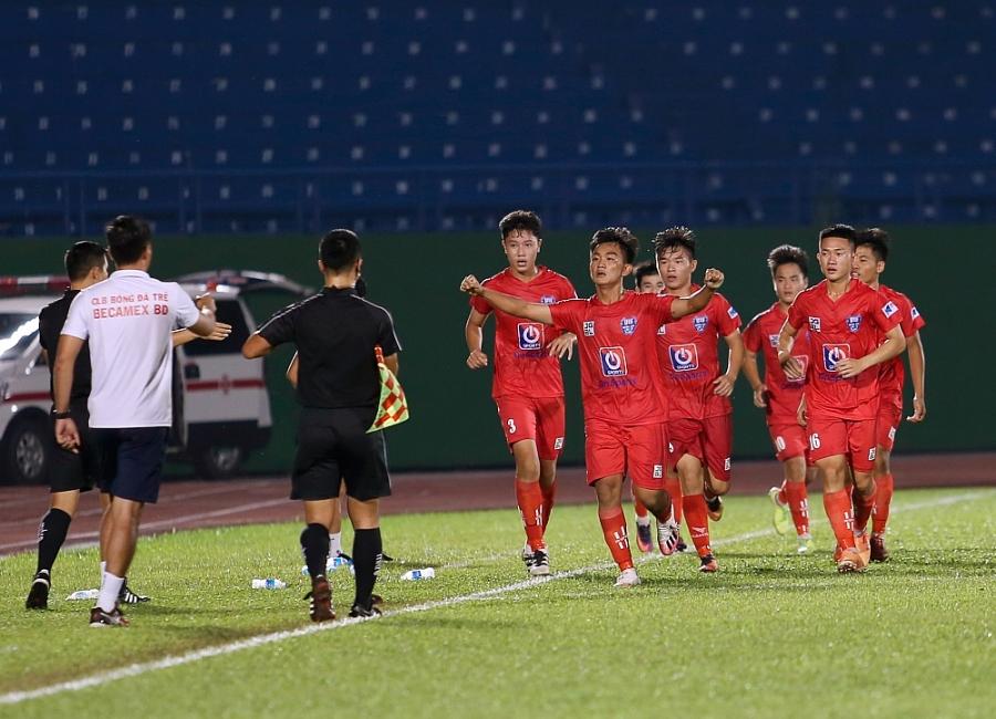 Nhà vô địch Sông Lam Nghệ An bất ngờ bại trận