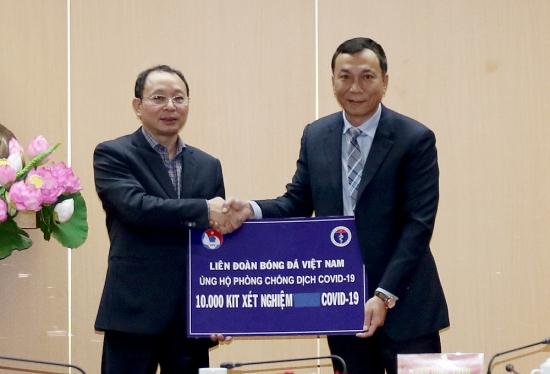 VFF trao tặng Bộ Y tế 10.000 bộ kit Realtime RT-PCR xét nghiệm Covid-19