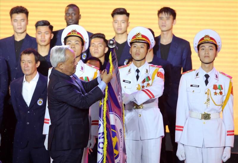 Câu lạc bộ Hà Nội đón nhận Huân chương lao động hạng Ba
