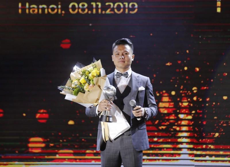 """Giải thưởng của năm: Quang Hải hoàn thành """"cú đúp"""", thầy Park được vinh danh"""