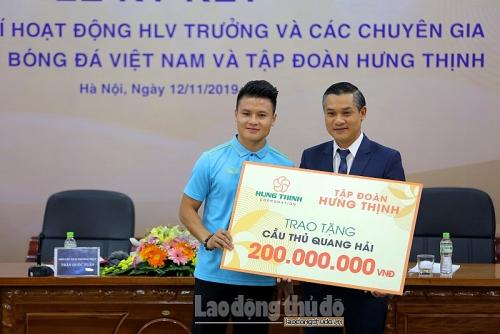 lo dien them nha tai tro tra luong cho huan luyen vien park hang seo