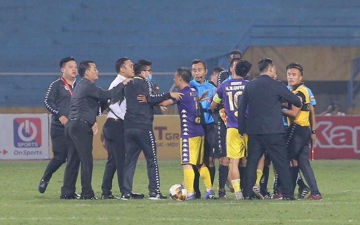 Ông Chu Đình Nghiêm sẽ vắng mặt trong trận cuối của Hà Nội FC