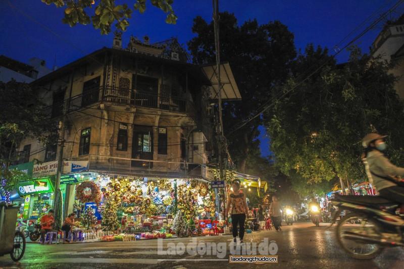 Sắc màu phố Hàng Mã vào mùa Giáng sinh