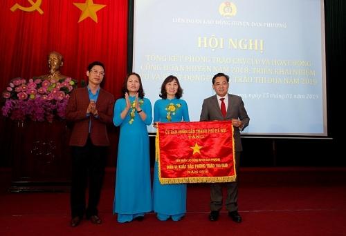 Nhận cờ thi đua xuất sắc của UBND thành phố Hà Nội