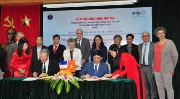 Tăng cường hợp tác trong lĩnh vực nghiên cứu khoa học và y tế về HIV/AIDS và viêm gan virus