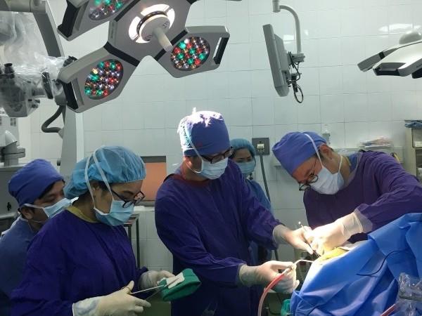Lần đầu tiên phẫu thuật u não bằng phương pháp thức tỉnh
