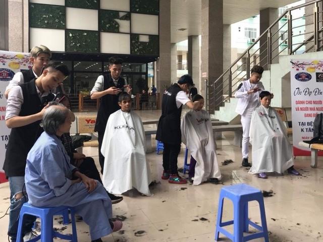 300 bệnh nhân ung thư được cắt tóc miễn phí