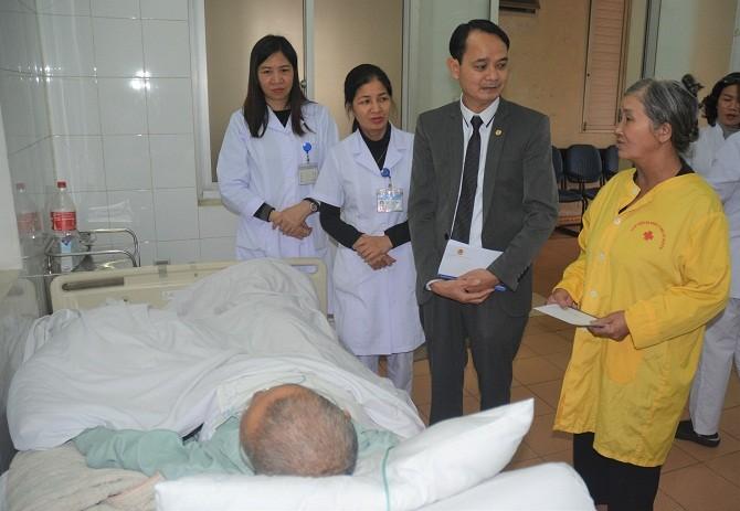 Thăm và tặng quà Tết tại Bệnh viện Đa khoa Y học cổ truyền Hà Nội