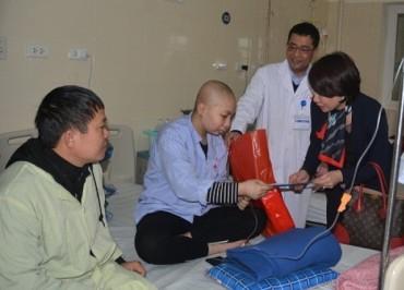 Lãnh đạo Sở Y tế Hà Nội: thăm, tặng quà, chúc tết bệnh nhân đang điều trị tại Bệnh viện K