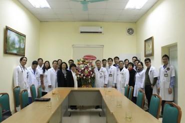 Chủ nhiệm Ủy ban về các vấn đề xã hội thăm và chúc mừng bệnh viện E