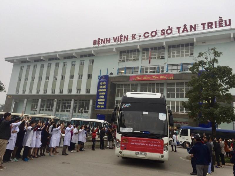 """1.000 bệnh nhân lên """"Chuyến xe yêu thương"""" về quê đón Tết"""