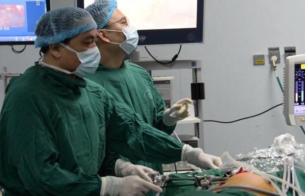 Phẫu thuật nội soi đường nách điều trị u xơ lành tính tuyến vú 2 bên không để lại sẹo