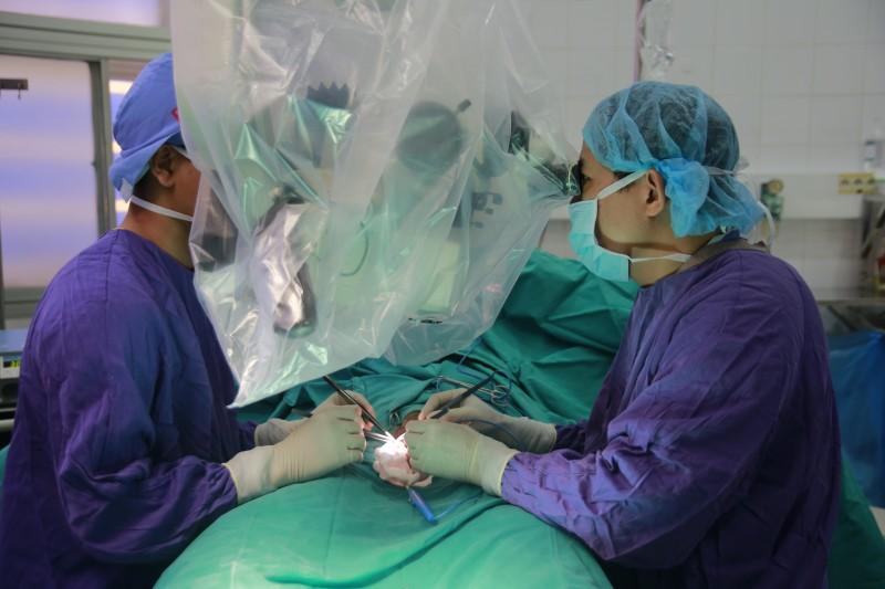 """Phẫu thuật thành công cho quý ông bị cắt phăng """"của quý"""" vì ngoại tình"""