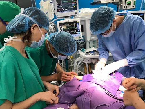 Phẫu thuật thành công cho 5 bệnh nhân nhi bị tim bẩm sinh