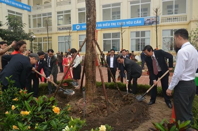 Ngành Y tế Hà Nội tổ chức lễ phát động Tết trồng cây