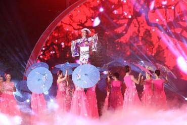 Tưng bừng khai mạc lễ hội hoa anh đào tại Hà Nội
