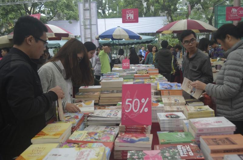 Mua sách giá rẻ tới 50% tại Hội sách mùa xuân 2017