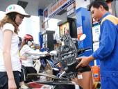 Giá xăng giảm 700 đồng/lít