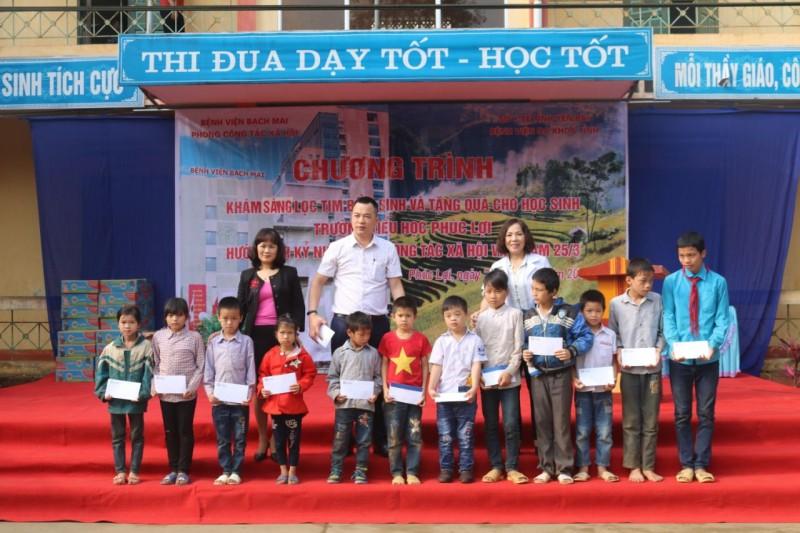 647 học sinh được khám sàng lọc tim bẩm sinh miễn phí
