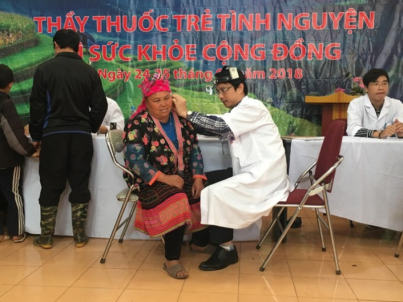 thay thuoc tre tinh nguyen vi suc khoe cong dong