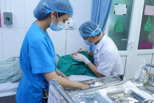 Bệnh nhân gặp biến chứng chảy máu không ngừng vì cắt mí mắt ở spa