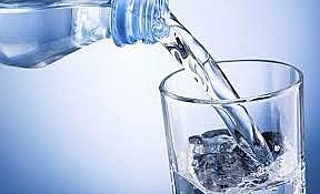 Bệnh nhi bị nhiễm khuẩn tiêu hóa do bù nước không đúng cách