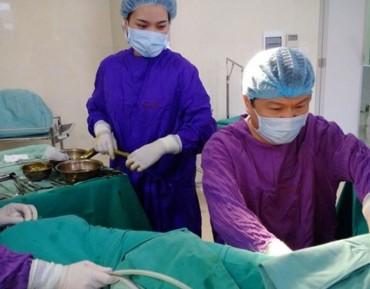 Phẫu thuật thành công cho cô gái có hai bộ phận sinh dục