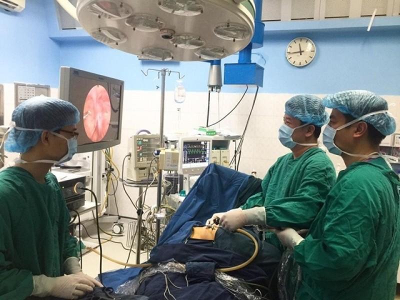 Sử dụng kim Endo trong phẫu thuật nội soi điều trị thoát vị bẹn ở trẻ em