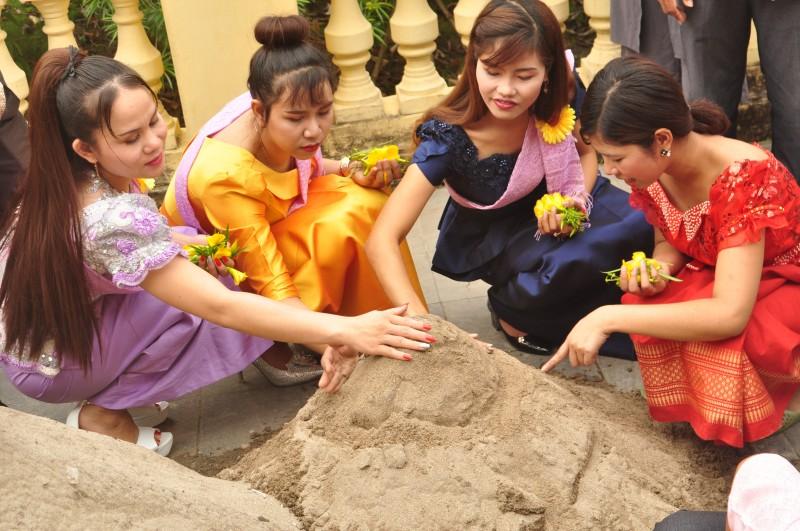 dac sac le tet chol chnam thmay cua dong bao khmer o thu do