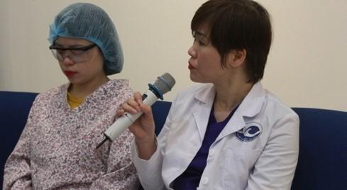 Nhiềubệnh nhân cận thị, loạn thị được hưởng lợi từ kỹ thuật 'mổ mắt không chạm'