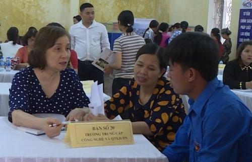 Ứng Hoà: Khai mạc phiên giao dịch và tư vấn việc làm