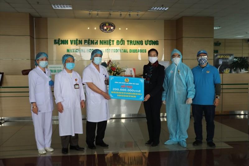 Công đoàn Y tế Việt Nam: Tiếp tục hỗ trợ tuyến đầu chống dịch Covid-19