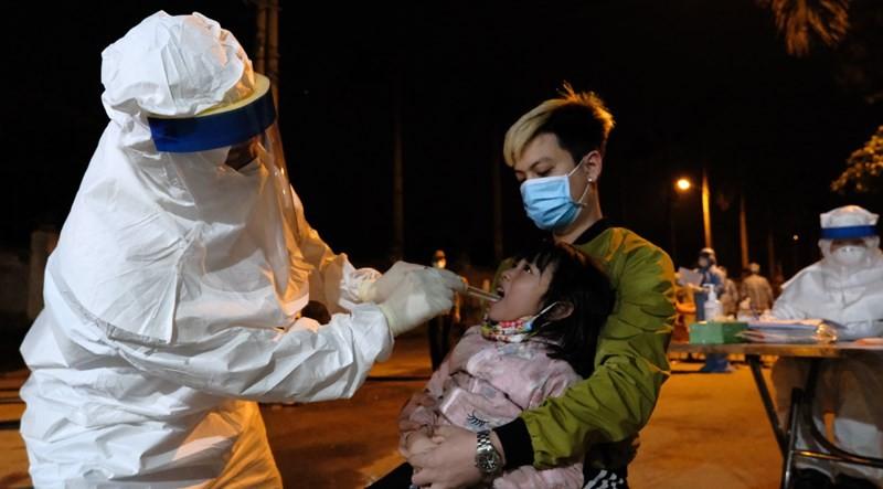 Cán bộ y tế dự phòng Hà Nội: Thầm lặng cống hiến, hi sinh