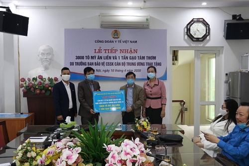 Công đoàn Y tế Việt Nam: Tiếp nhận hỗ trợ cho cán bộ y tế phòng chống dịch Covid-19
