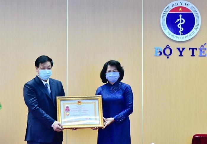 Bệnh viện Bệnh Nhiệt đới Trung ương nhận Huân chương Lao động hạng Ba