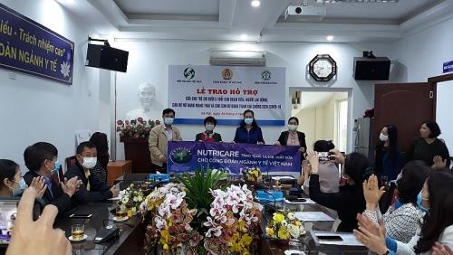 Chung tay hỗ trợ nữ cán bộ y tế tham gia chống dịch Covid-19