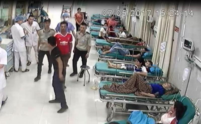 Côn đồ rút súng tự chế bắn nhân viên an ninh bệnh viện